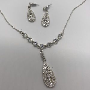 Tear Drop Silver Colored Formal Fashion Jewelry
